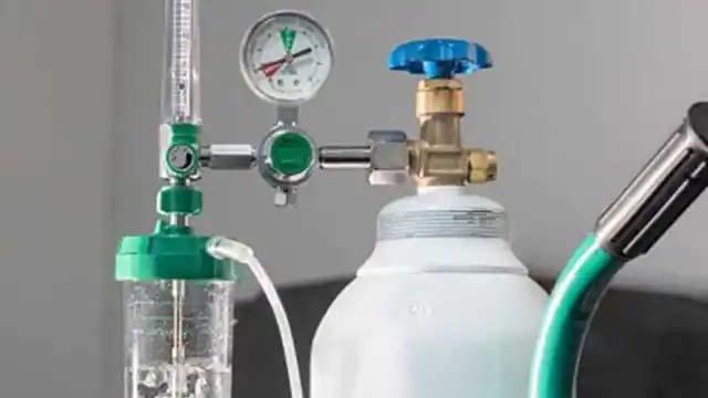 देशभर के सभी मेडिकल कॉलेजों को छह महीने के भीतर ऑक्सीजन प्लांट लगाने के निर्देश