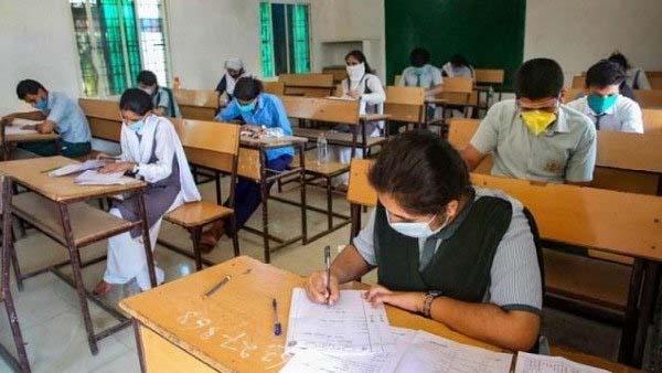 छात्रों ने CBSE 12वीं की परीक्षाएं कैंसिल करने की उठाई मांग